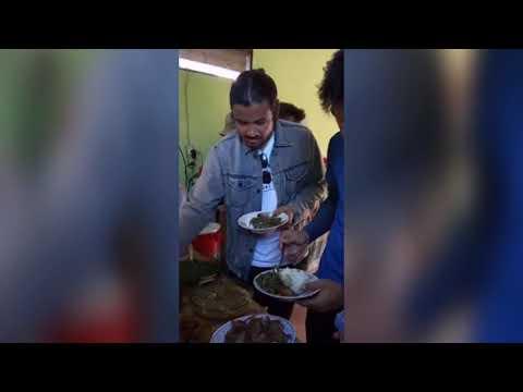 Artis Chiko Jericho Makan Rumpu-rampe Makanan Khas Larantuka Flores NTT