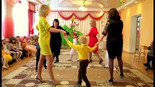 Танец с мамой в детском саду