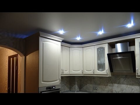 Кухня со встроенным холодильником и трехстворчатый шкаф купе