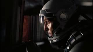 Купер в трёхмерном пространстве.Пытается докричаться до себя-прошлого и дочери/Interstellar