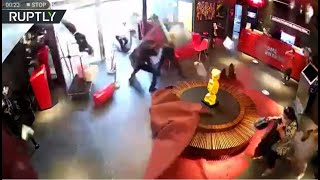 كاميرات في فندق سمولفيل تسجل لحظة انفجار المرفأ