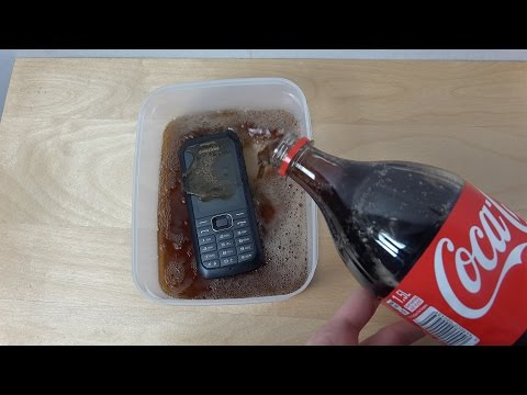 Samsung Xcover 550 - Coca-Cola Test (4K)