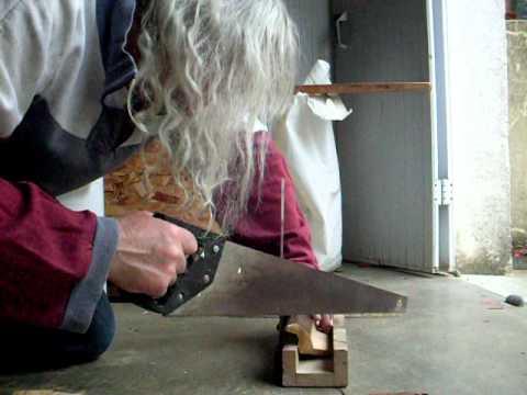 Couper une corniche avec une boite onglet youtube - Couper plinthe sans boite a onglet ...
