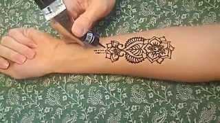 Роспись хной, мехенди на руке (менди)/Mehndi Henna.