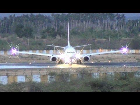 SpiceJet 737-800 departing Madurai after sunset. (VT-SZD) thumbnail
