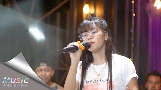 Download lagu Esa Risty - Pergi Hilang Dan Lupakan (Official Live Music) Lupakanlah Semua kenangan Ini