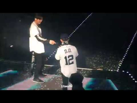 160910 EXOrDIUM in Bangkok EXO - Lucky One (funny moment)