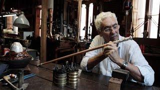 El Maestro Orfebre Juan Carlos Pallarols explica como elabora el proximo bastón presidencial