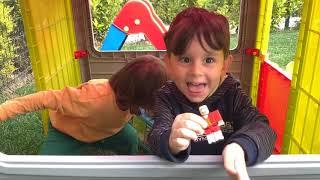 """Gambar cover Yusuf ve Fatih Selim bahçede arkadaşlarıyla yakalamaca oyunu oynuyor """" botbots transformers oyuncak"""""""