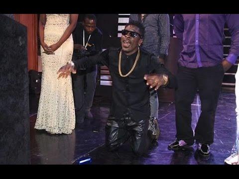 Shatta Wale grabs his 1st award himself @ GN Bank Awards | GhanaMusic.com Video