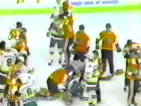Glen Cochrane vs Jack Carlson & Pete Peeters vs Don Beaupre Nov 28, 1981