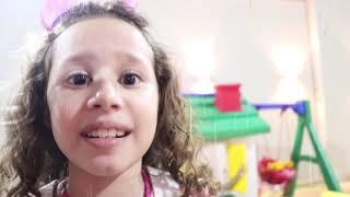 Valentina finge brincar Brincar de vizinhos!!  Валентина и близнецы хотят один и тот же дом!