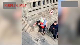 Chinese husband carried his paralyzed wife climbing up Mount Tai for four years
