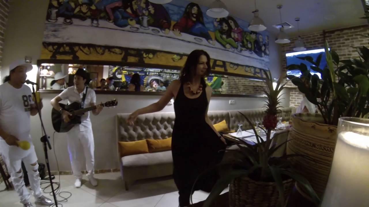 голая девушка кл во танцует