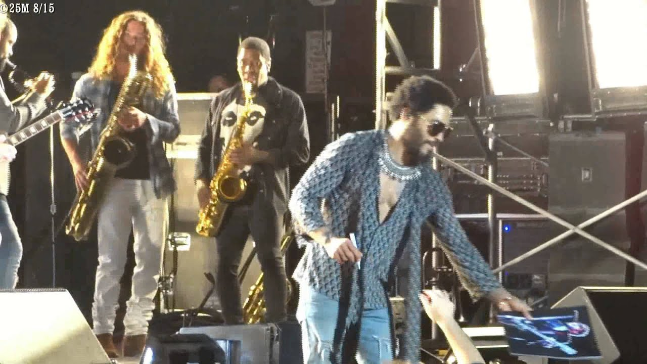 Lenny Kravitz invites Jeff Eager on stage to close the show - Molson Amphitheatre, Toronto