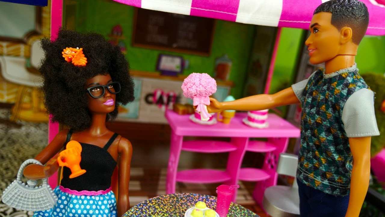 Video e giochi per bambini. Le bambole Barbie vanno al bar. Nuovi episodi