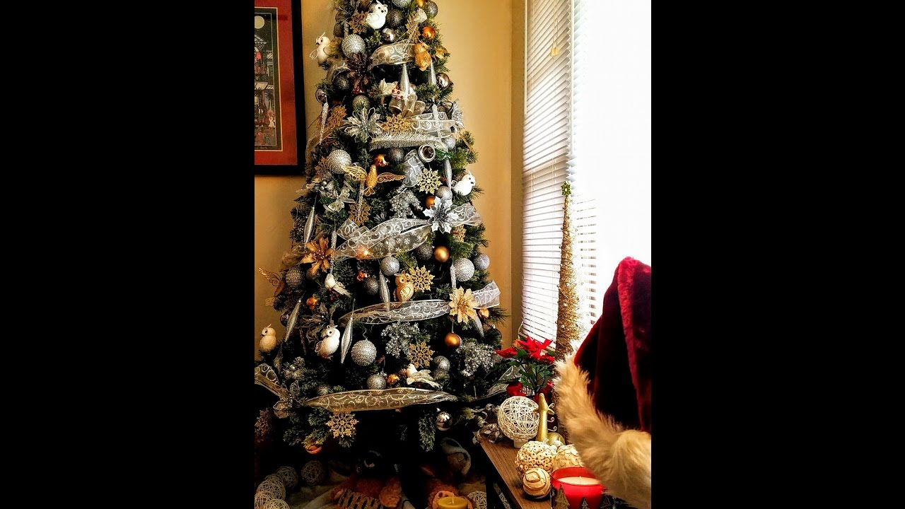 christmas tree decorating ideas goldsilverwhite and black theme - Silver And Gold Christmas Tree Decorations