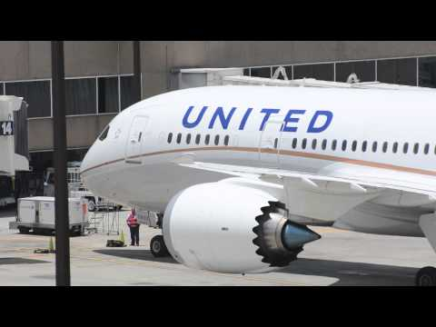 United Airlines Boeing 787 Dreamliner action at Houston KIAH