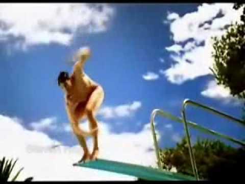 nhảy cầu sút quần.flv