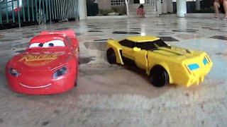 Relâmpago McQueen Filme Carros Cars E Bumblebee Transformes Em Alta Velocidade