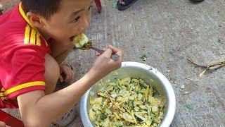 Cậu bé bị bỏ rơi tự tay làm món ăn đặc biệt đãi khách