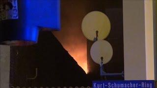 NRWspot.de | Feuer in Dachkonstruktion einer Gewerbehalle – Feuerwehr löscht Brand
