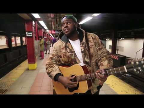 Homeless guy sings AMAZING in the subway