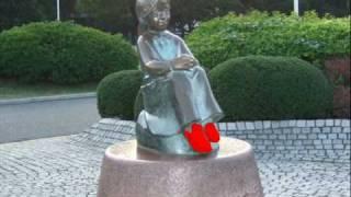 山下公園の赤い靴像です.