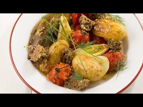 Салат из печеных баклажанов, помидор и перцев, рецепт с