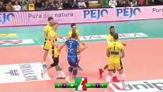 Le meilleur du Volley-Ball (moments insolites, beaux points/sauvetages)