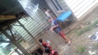 Video Anak Kecil Dan Anak Besar Mandi Hujan