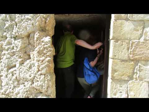 The Garden Tomb (Skull Hill Gordon's Calvary) Jerusalem - The tomb of Jesus
