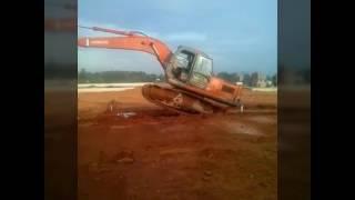 Oprator excavator kreatif atraksi
