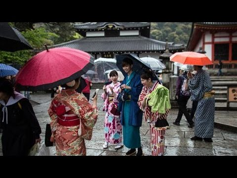 Japan Breaks Tourism Record in 2016: By the Numbers