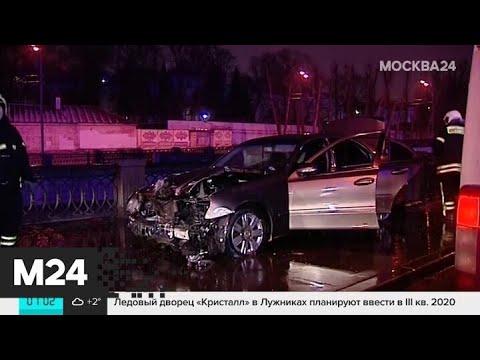 Автомобиль упал в реку в центре Москвы - Москва 24