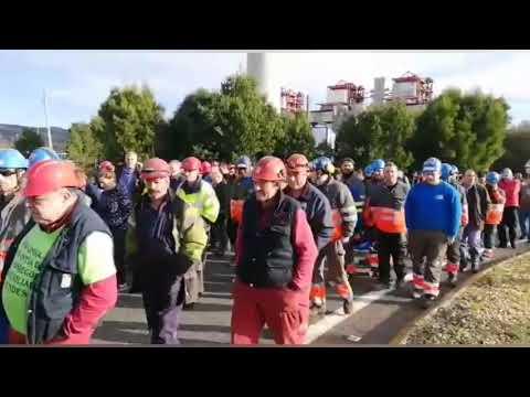 Los trabajadores de las auxiliares vuelven a concentrarse ante Endesa As Pontes