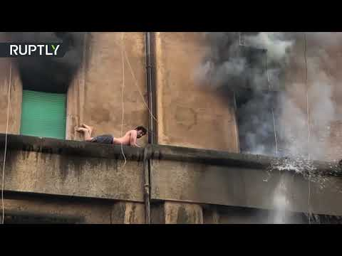 إنقاذ شاب عالق خارج مبنى بعد احتراق الشقة في روما  - نشر قبل 3 ساعة