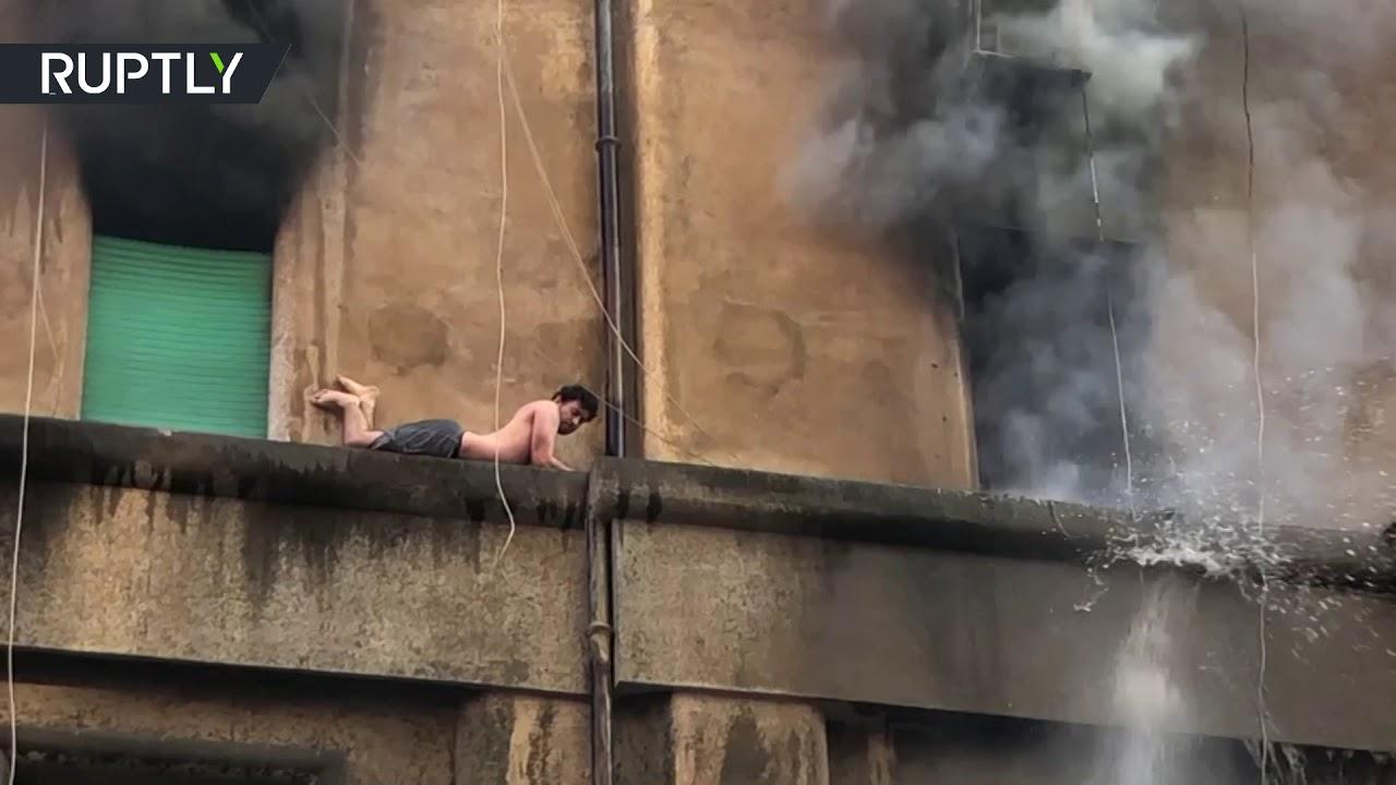 روسيا اليوم:إنقاذ شاب عالق خارج مبنى بعد احتراق الشقة في روما