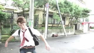 男子高校生がリフティングをしながら学校へ登校!!神業リフティング
