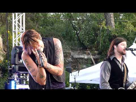 Hinder - Lips of an Angel @ Sunken Gardens Theater - San Antonio, TX