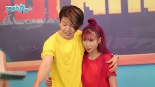 Kelvin Khánh và Khởi My ôm nhau trong giờ học