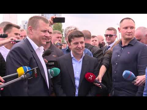 Зеленский и мэр Днепра Филатов заключили пари на Новом мосту