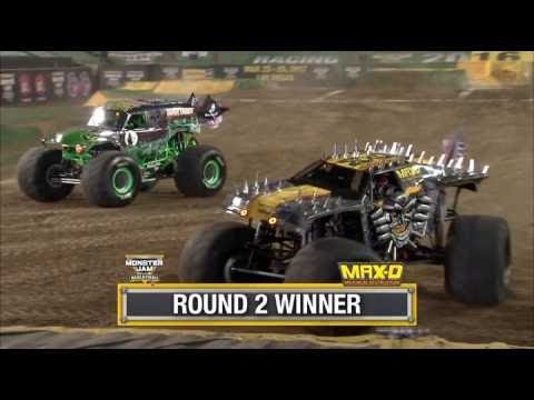 Max D Vs Grave Digger Monster Jam World Finals Racing Round 2 2016 Youtube