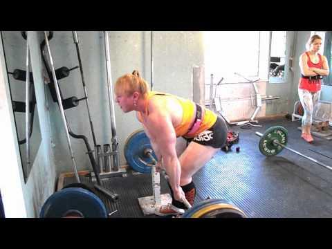 Anna Khudayarov's under knee deadlift 8x190 kg