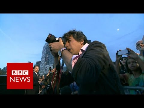 Inside the Bernie Sanders campaign with the official photographer - BBC News