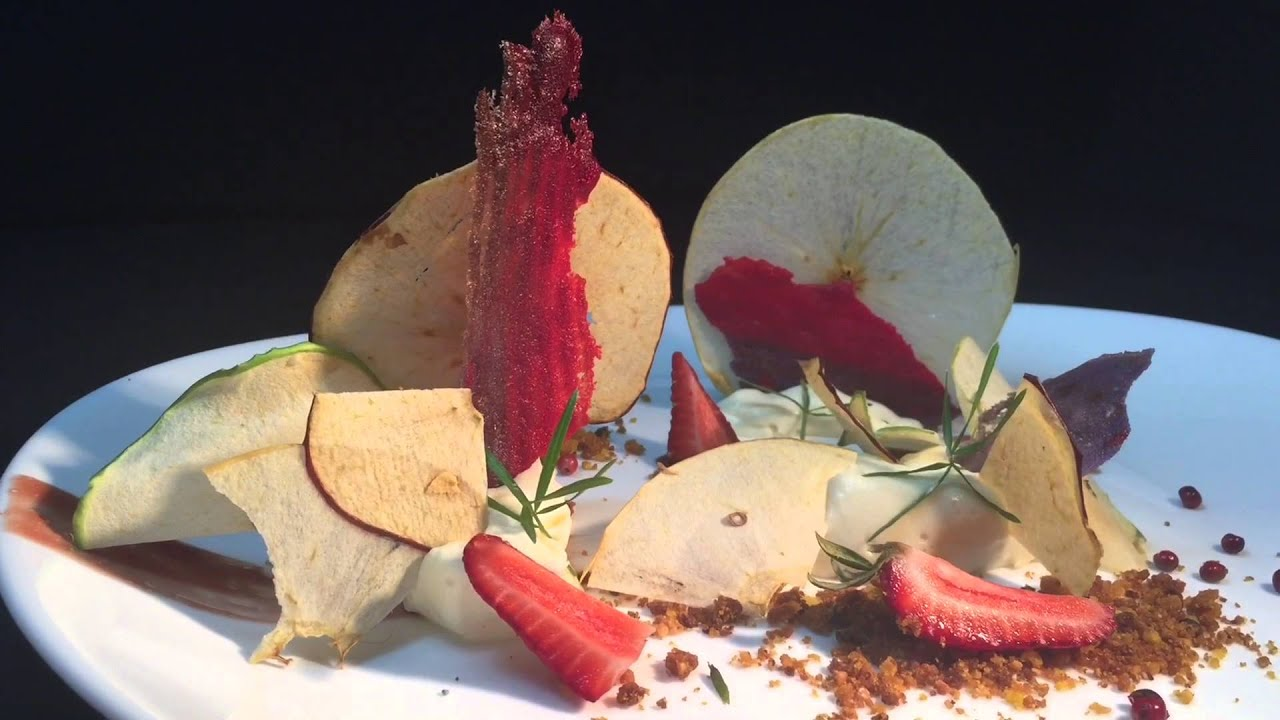Alumnos de Gastronomía en su clase de Cocina Mexicana Contemporanea ...