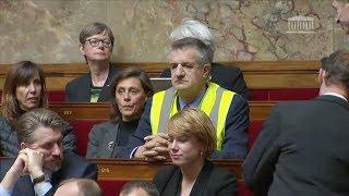 Jean Lassalle enfile un gilet jaune et électrise les débats à l'Assemblée nationale