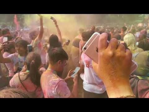 Color Run Malaysia 2017 massive beat drops 'Uptown Funk'