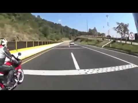 choc un accident de moto mortel sur une autoroute mexicaine youtube. Black Bedroom Furniture Sets. Home Design Ideas
