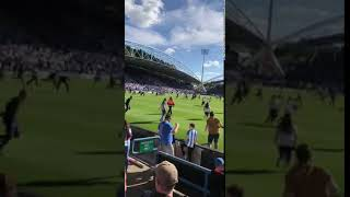 PITCH INVASION on arsene wengers last match | Huddersfield Town 0-1 Arsenal